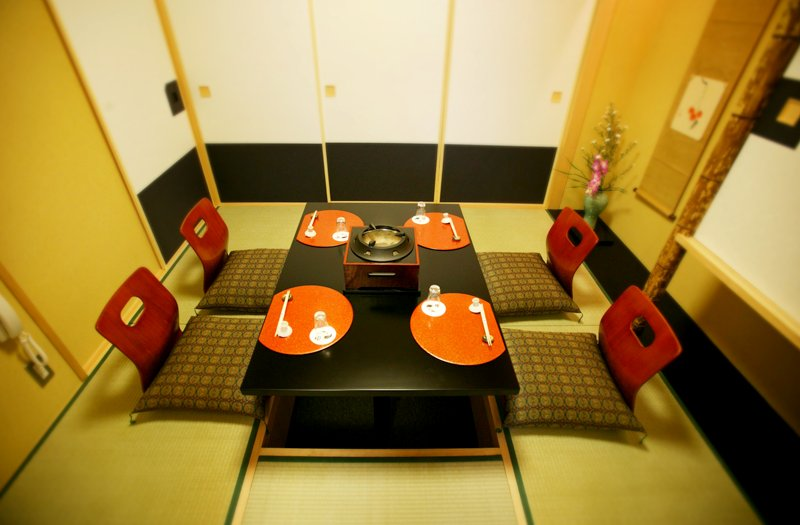 2F Rooms with horigotatsu tables set into the floor | AIGAMO TORIYASU